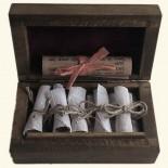 Gintaro smilkalai medinėje dėžutėje